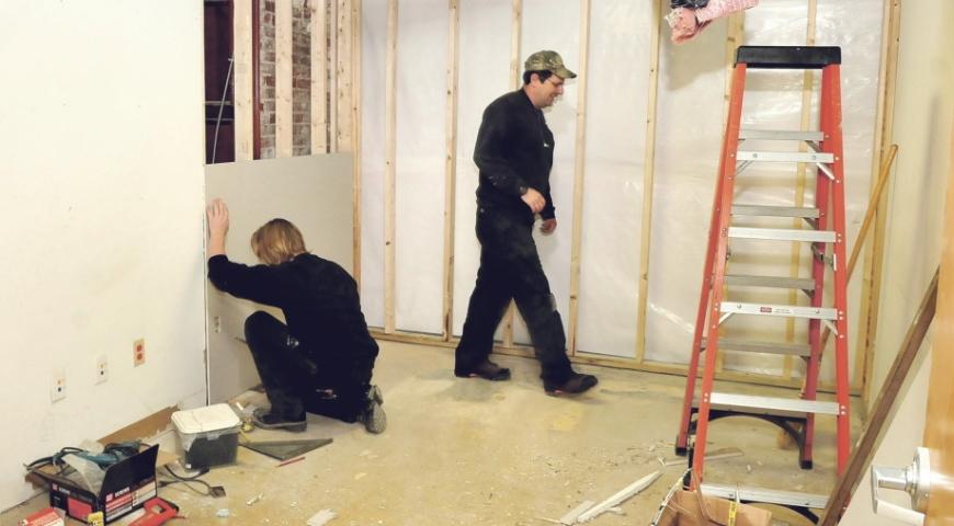 firma remontowo budowlana zwiastuje sprawny remont mieszkania